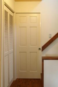 洗面室ドアは吊り下げ引戸