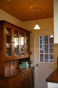 賃貸暮らしから使っている食器棚に合わせてキッチンを作った